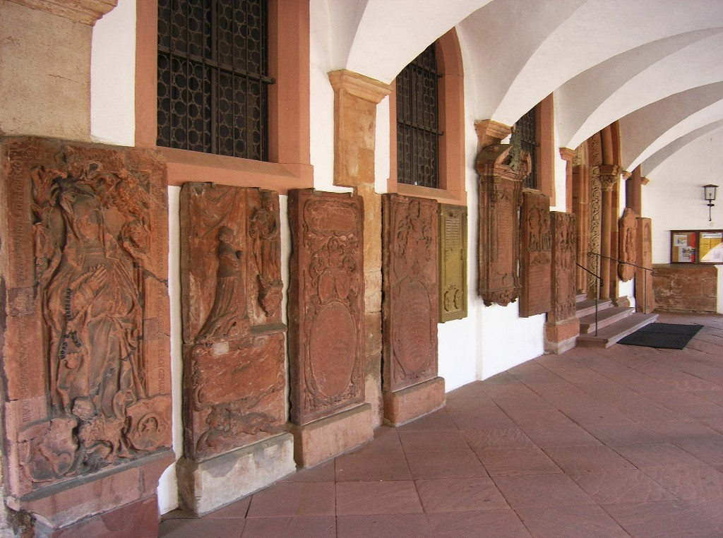 Aschaffenburg: Stiftskirche.  Grabsteine in der Vorhalle / Tombstones in the vestibule