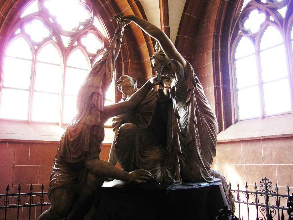Aschaffenburg: Stiftskirche.  Grabdenkmal / 'Funerary monument for Carl Friedrich Joseph von Erthal (1816; Heinrich Philipp Sommer)