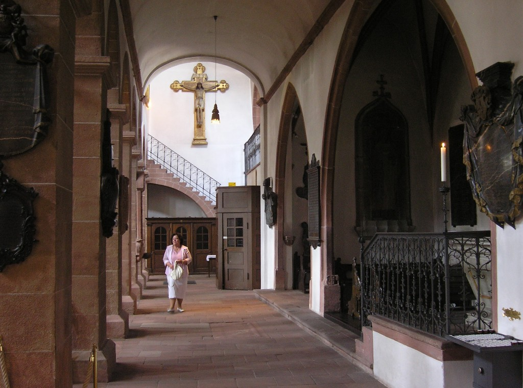 Aschaffenburg: Stiftskirche.  Nördliches Seitenschiff / North aisle