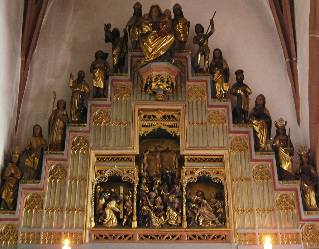 Aschaffenburg: Stiftskirche. Gotischer Altar in einer der nördlichen Seitekapellen Gothic altar in one of the side chapels of the north aisle