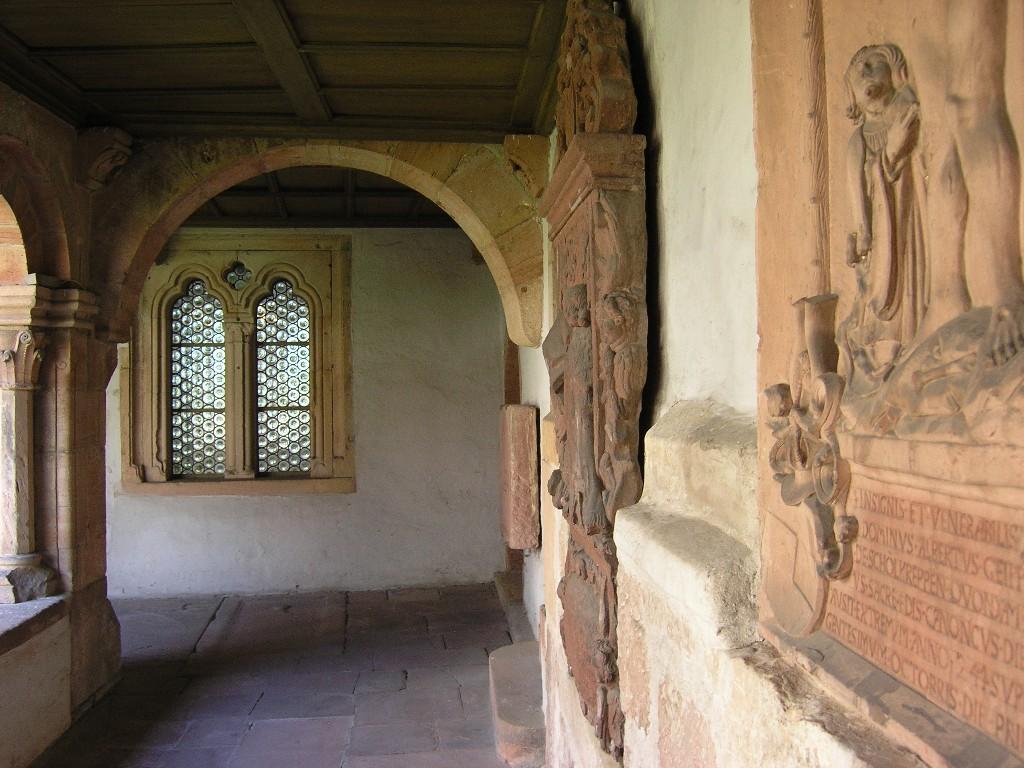 Aschaffenburg: Stiftskirche.  Kreuzgang (Südostecke)