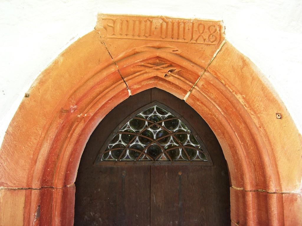Aschaffenburg: Stiftskirche.  Kreuzgang.  Tür im Nordflügel
