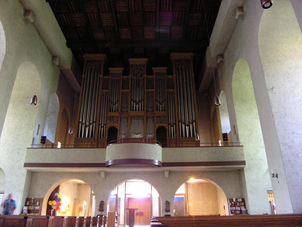 Aschaffenburg: Herz-Jesu-Kirche.  Orgel / Organ (1995; Hans Georg Vleugels)